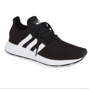 Adidas Swift Run Sneaker womens size 8 US